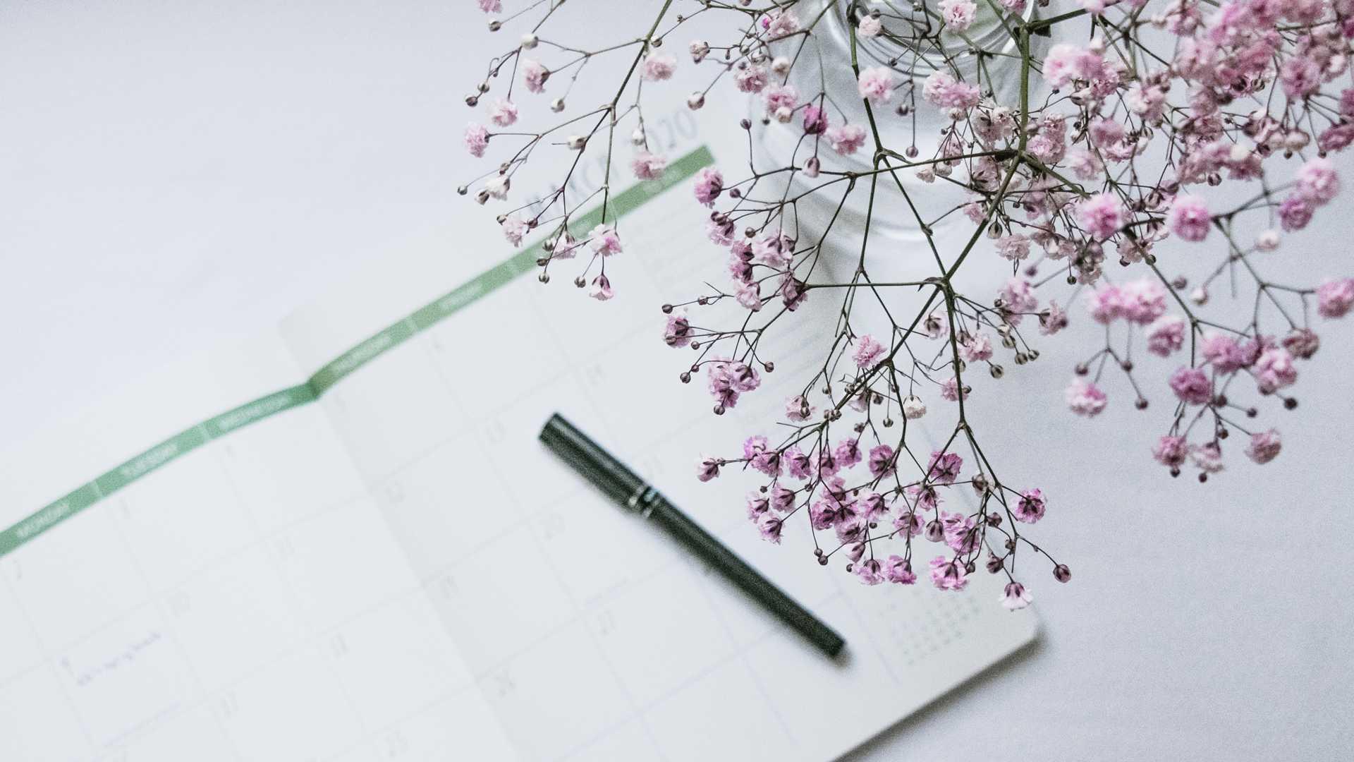 Notizblock mit rosa Blüten