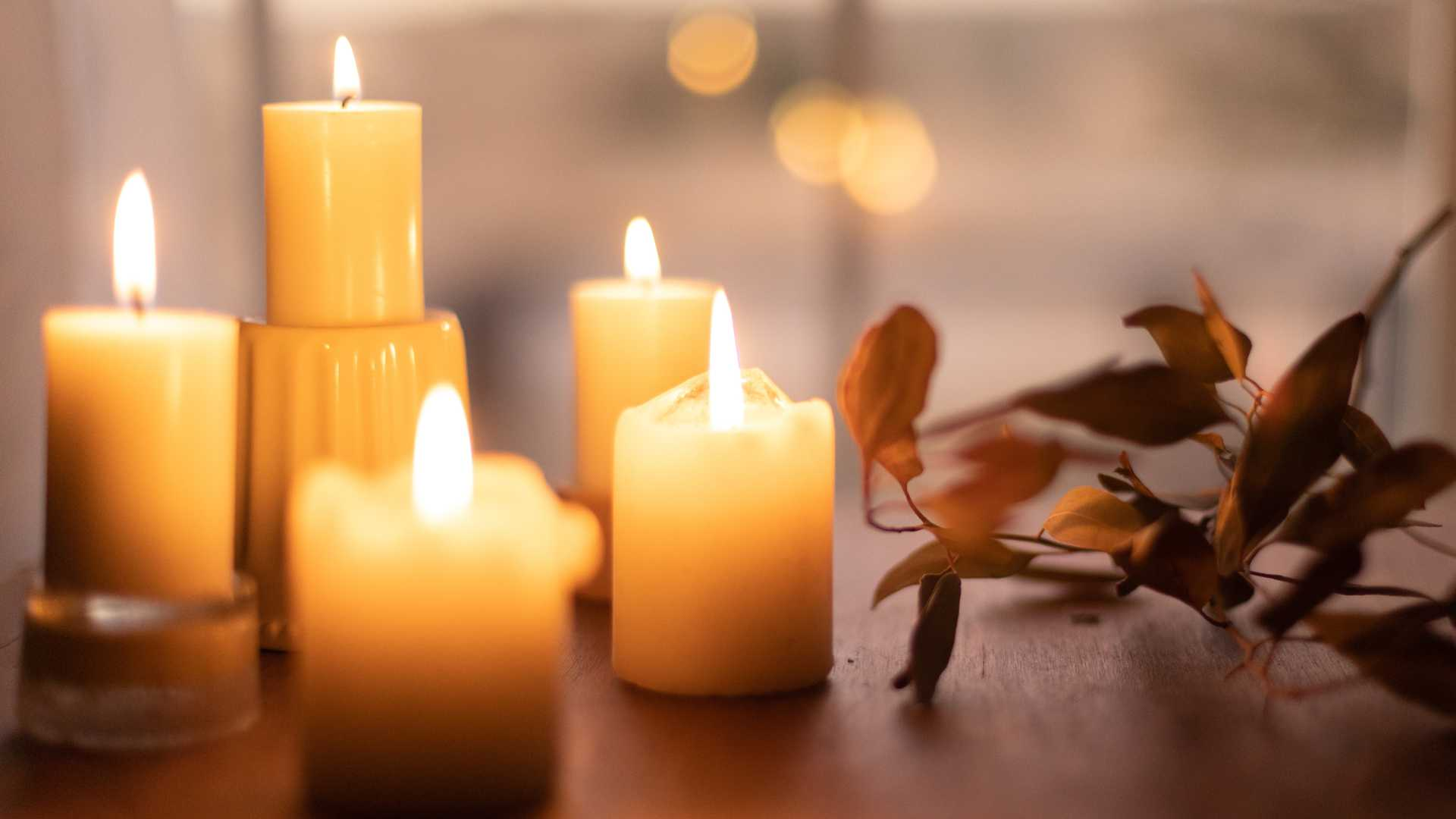 Kerzen mit Blatt